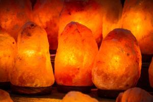 Salzlampen aus Himalayasalz/Kristallsalz