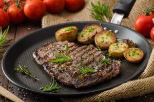 Leckeres Steak mit Meersalz garniert