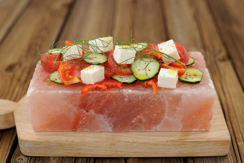 Gemüse auf Salzblock